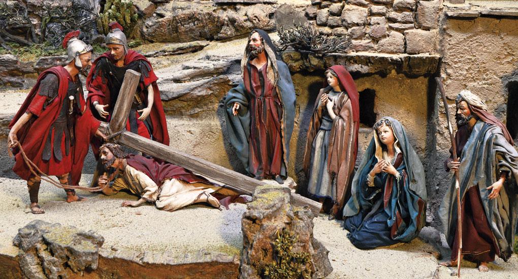 Jesus trägt das Kreuz durch die Straßen